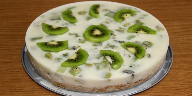 Простой рецепт йогуртового торта с киви без выпечки