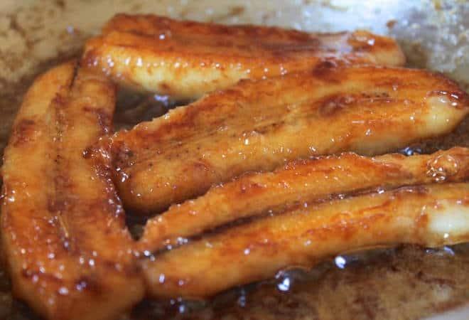 Фото демонстрирует, как сделать жареные бананы с медом согласно данному рецепту