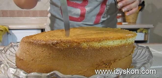 Прокалываем корж для торты три молока