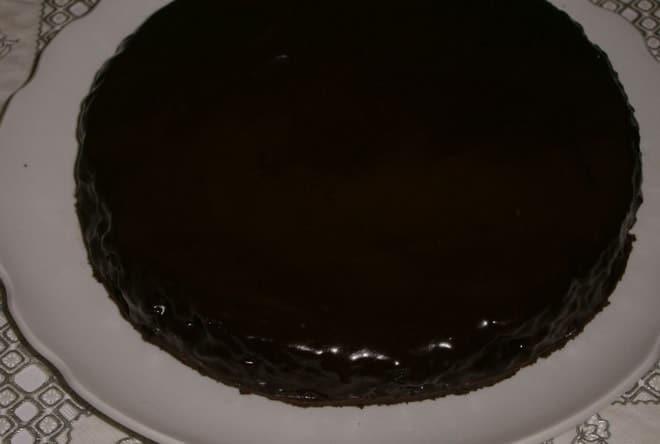 Как украсить торт в домашних условиях из готовых коржей шоколадной глазурью