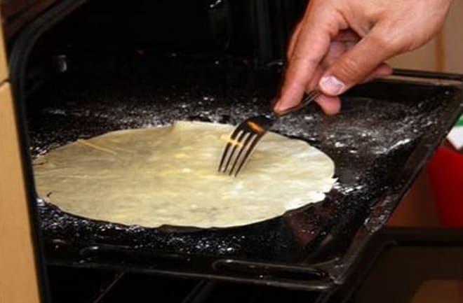Как испекти простой торт из слоеного теста