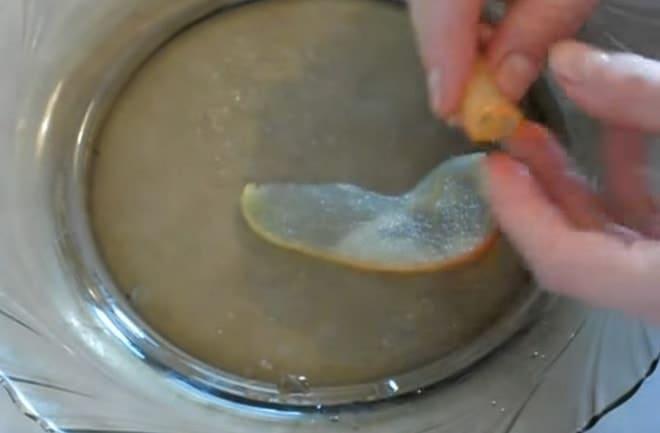 Как украсить домашний торт фигуркой розы