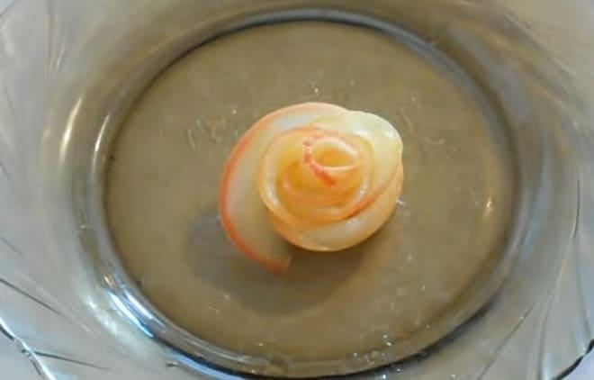 Как украсить торт фигуркой розы фото инструкция пошагово