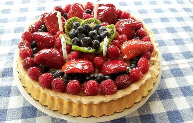 Как просто украсить торт свежими фруктами и ягодами