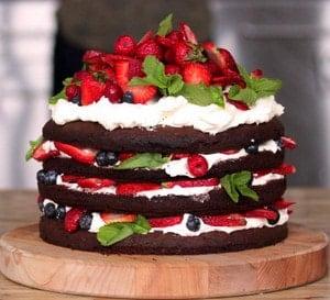 Как приготовить торт украшенный фруктами и ягодами