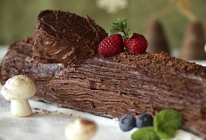 Интересное оформление слоеного торта Полено