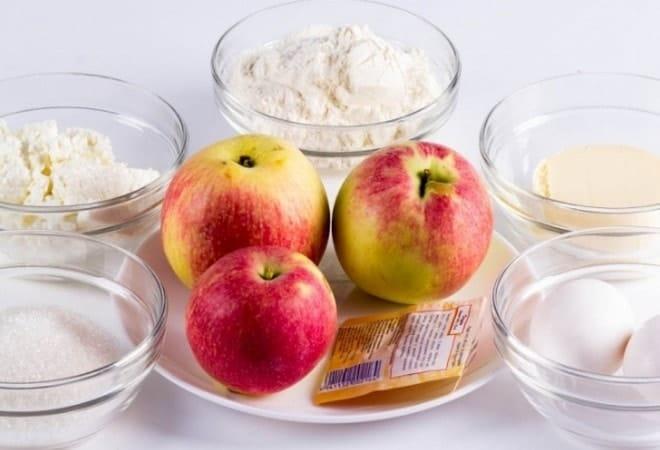 Необходимые продукты для приготовления творожного пирога с яблоками