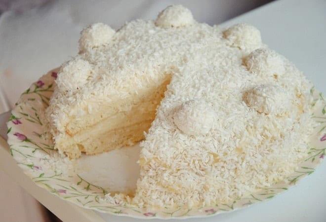 Как красиво украсить торт Рафаэлло