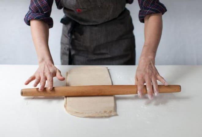 Готовим слоеное тесто для торта Полено