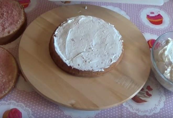 Собираем торт из бисквита и крема из маскарпоне