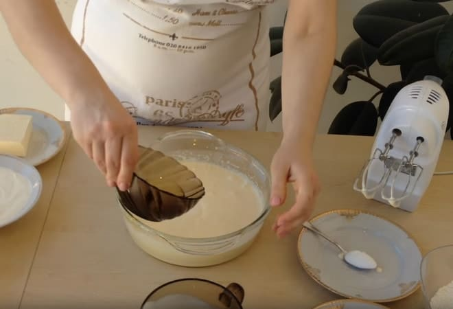Как приготовить бисквит для бістрого тортика на кефире