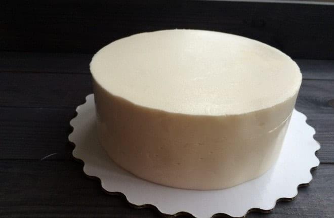 Как приготовить и нанести белый ганаш для выравнивания торта