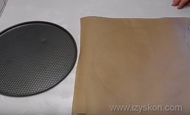 Подготавливаем формы для коржей торта Эстерхази по рецепту с фото
