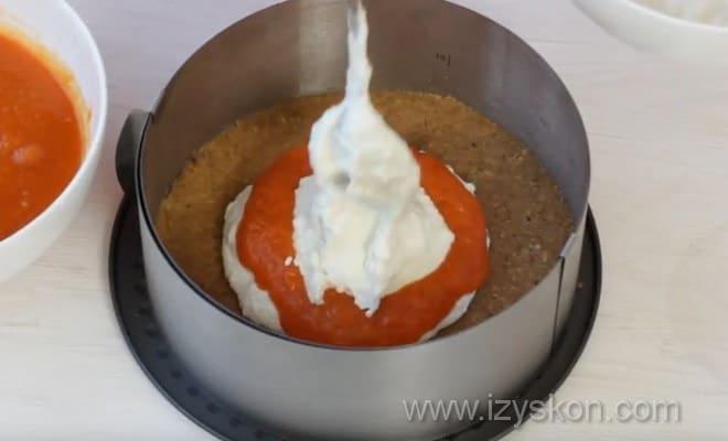 Фото демонстрирует, как собирать чизкейк из тыквы по рецепту