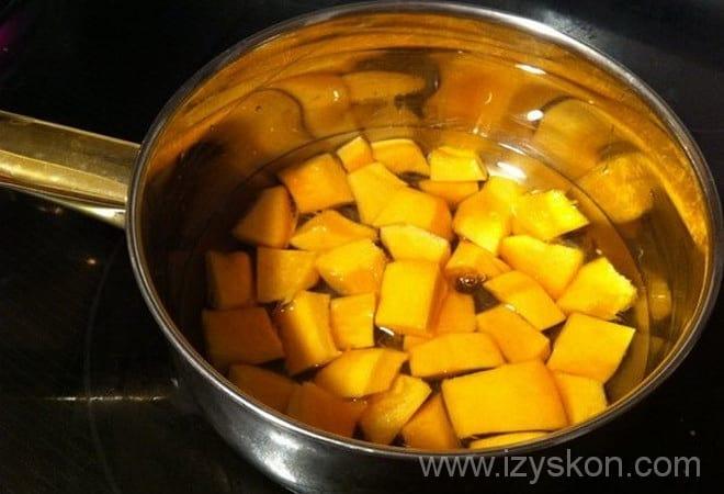 Согласно рецепту американского тыквенного пирога, нужно сварить тыкву