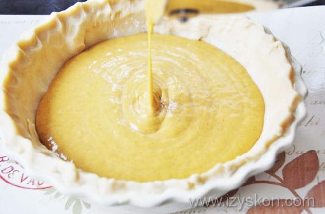 Последний этап рецепта американского тыквенного пирога