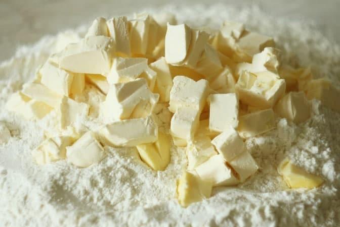 Начинаем готовить тесто для торта Степка-растрепка согласно данному рецепту в домашних условиях