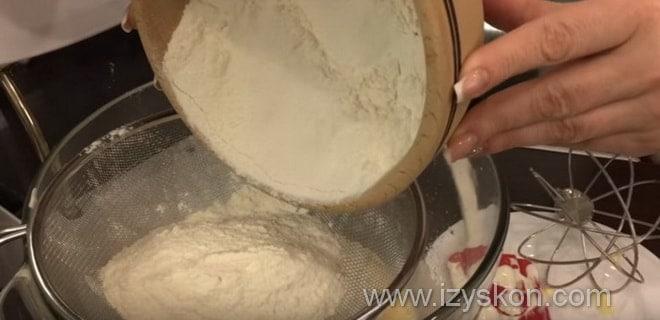 Как испечь простой кекс с яблоками