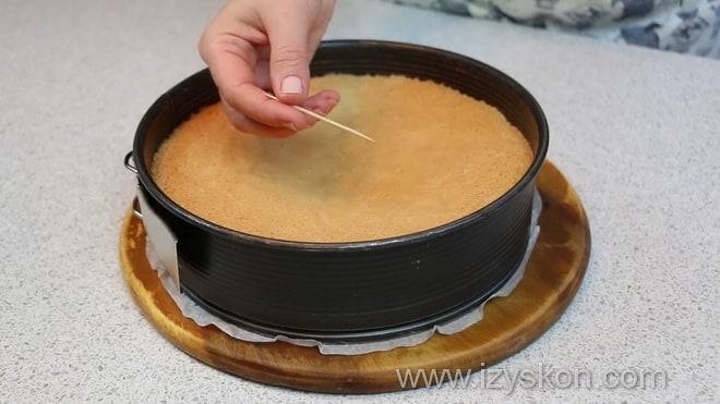 Как проверить на готовность бисквит для торта чародейка испеченный в духовке