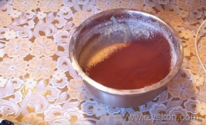 Добавляем какао в тесто для торта Кучерявый пинчер в домашних условиях