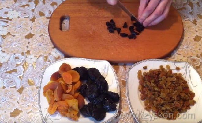 На фото показано, как приготовить сухофрукты для Пинчера