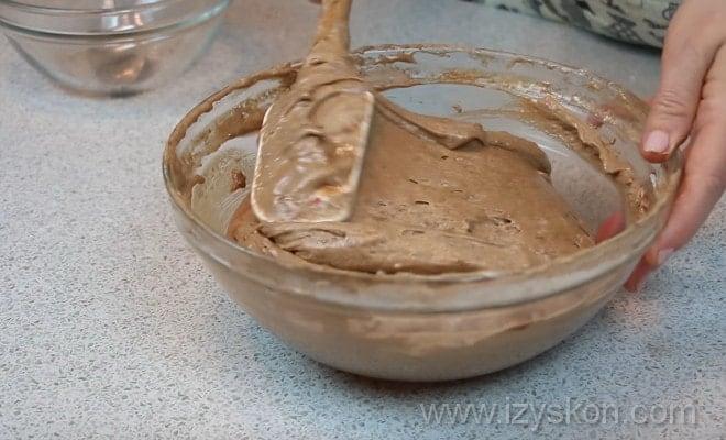 Смешиваем ингредиенты для торта Норка крота по рецепту с фото пошагово