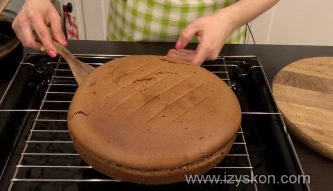 Как полить шоколадной глазурью торт Пьяная вишня