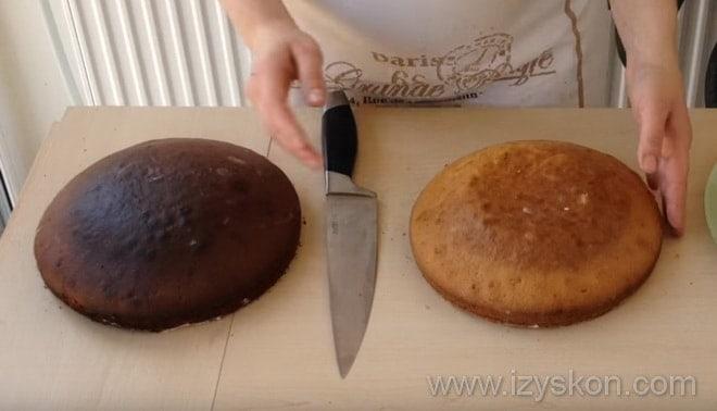 Приготовление торта Сметанник рецепт пошагово - разрезаем коржи