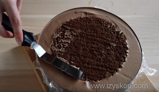 Каковы финальные шаги приготовления торта три шоколада