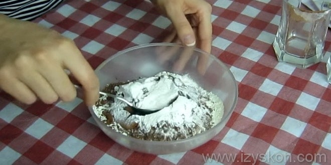 Делаем тесто для рецепта торта баунти с манкой
