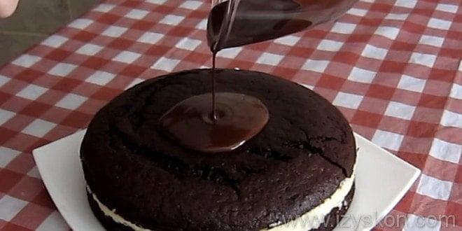 Глазурь выливаем на торт баунти пошагово с фото.