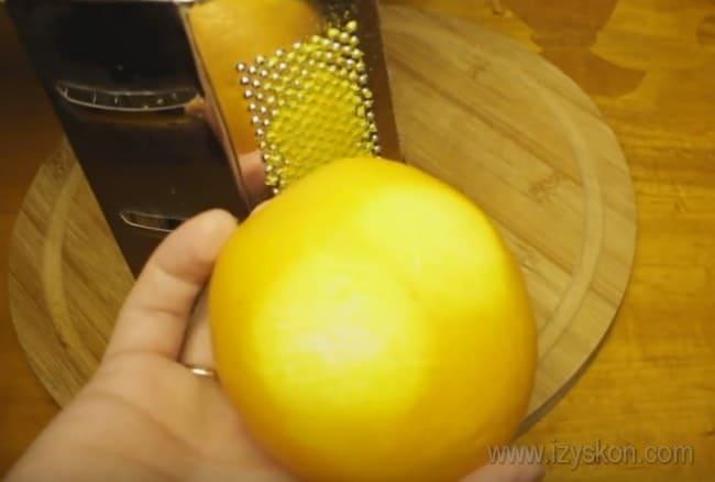 Если вы решили приготовить апельсиновый кекс в мультиварке, вам понадобится цедра.