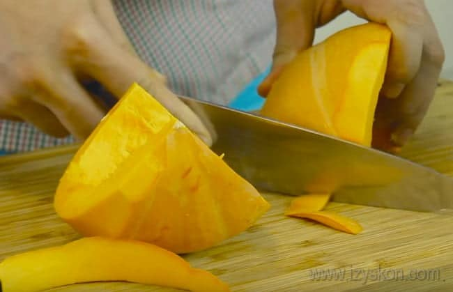 Самый простой вариант приготовления - это драники из тыквы и картошки, но мы усовершенствуем рецепт добавлением мяты.