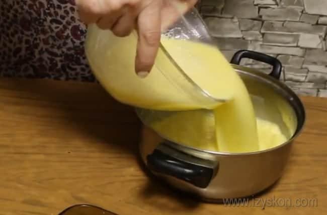 """Крем для торта """"Королевский"""" с безе будем заваривать."""