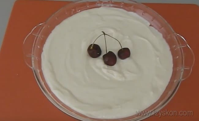 Теперь вы знаете, как сделать крем для торта Наполеон без яиц.