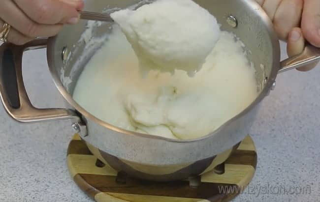 Охлаждаем заготовку для крема из манки с лимоном для торта.
