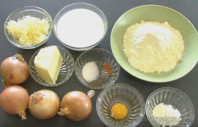 Для приготовления французского лукового пирога по классическому рецепту выбирайте самые свежие ингредиенты.