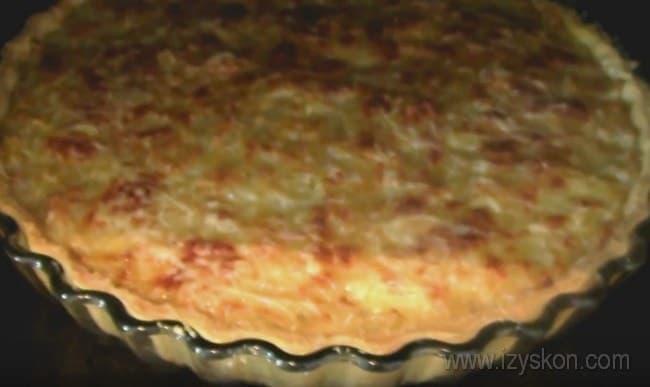 Выпекаем классический французский луковый пирог в духовке до золотистой корочки, как в нашем простом рецепте с фото.