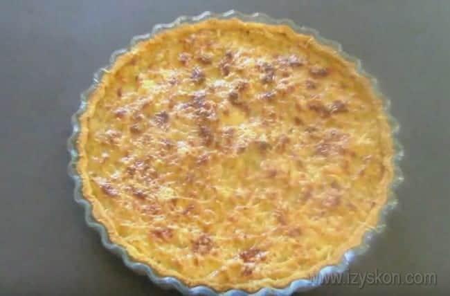 Надеемся, наш простой рецепт с фото поможет вам приготовить вкуснейший классический французский луковый пирог.