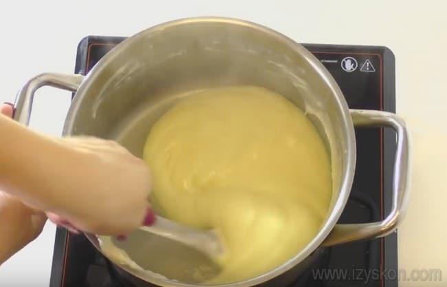 """Наш простой рецепт с фото поможет вам быстро приготовить удачный крем для торта """"Прага"""" в домашних условиях."""