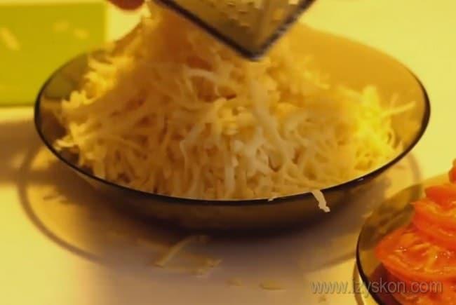 Приготовим отбивную говядину в духовке под сыром.