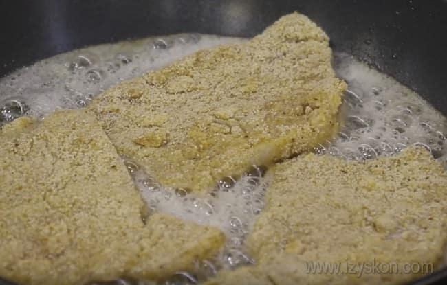 Посмотрите у нас также видео о том, как готовить отбивные из свинины на сковороде.