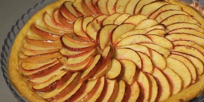 Пошаговый рецепт открытого пирога с яблоками