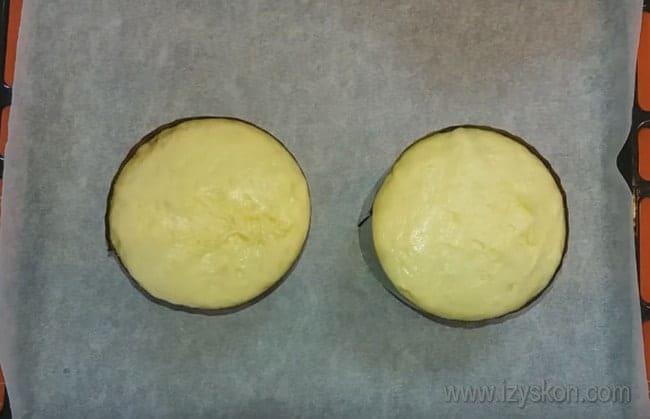 Пока ваши куличи будут печься, можно заняться приготовлением помадки для кулича.