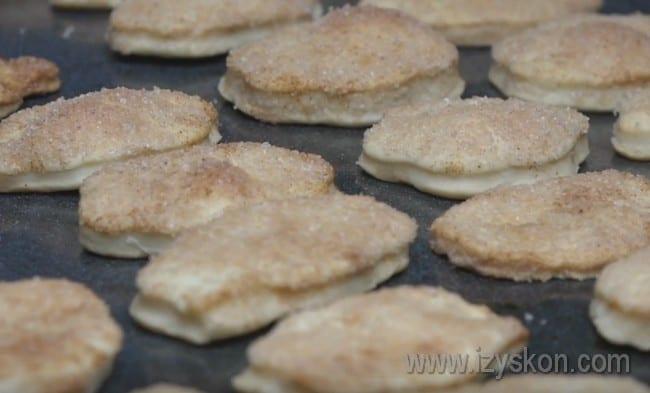 Этот вкусный рецепт позволил нам приготовить пышное печенье на пиве и маргарине.