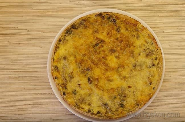 Аппетитный пирог с капустой и грибами можно подавать к столу!