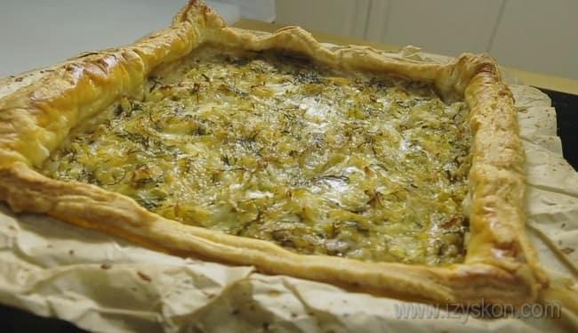 Вот мы и приготовили шикарный рыбный пирог с капустой из готового слоеного теста.