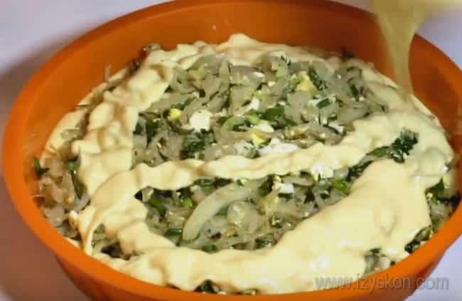 Рецепт ленивого пирога с капустой на кефире и майонезе предельно простой.