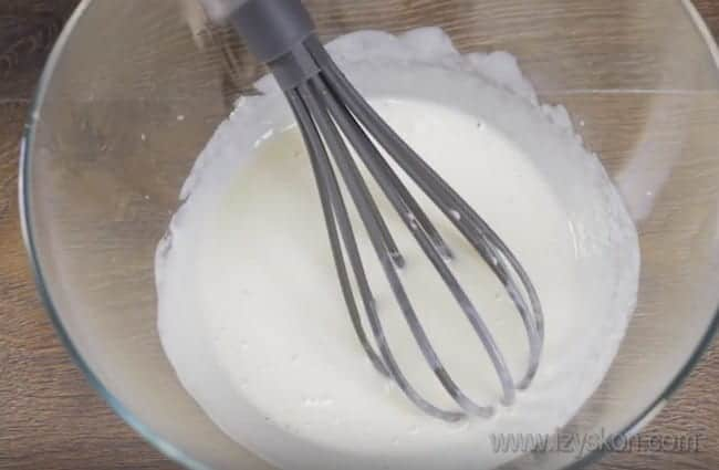 Тесто на кефире для пирога с капустой готовится в считанные минуты.