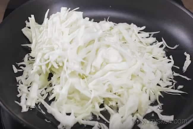 Представляем рецепт с фото, который поможет быстро приготовить капустный пирог на кефире в духовке.